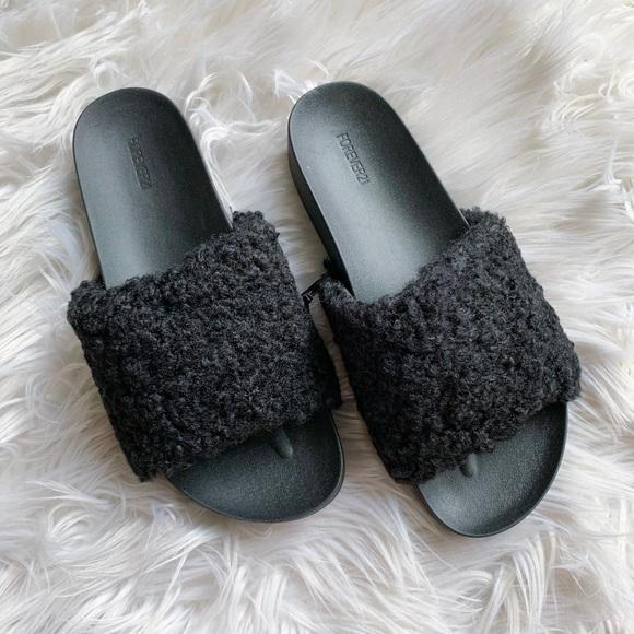 ef1aeb6c869a ⭐️2  25 NEW Forever 21 Faux Shearling Slide Sandal